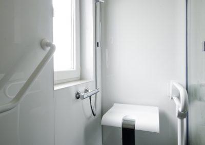 Remplacement d'un bain par une douche PMR